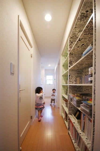 徳島県で家を建てるならサーロジック-廊下に本棚 お宅訪問