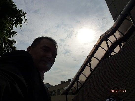 マイケルの通教生日記(Michael's Journal)-金環日食飯田橋駅前