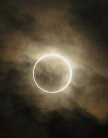 カメラと歩く フリースタイルアウトドア-金環日食-002