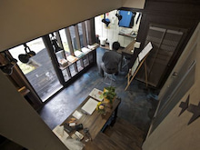 tomoart_diary-階段から一階を見下ろす