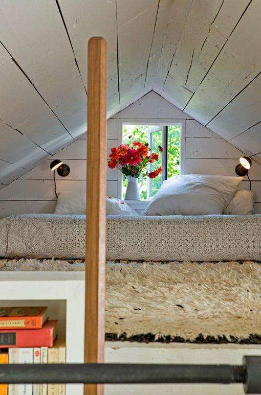 $お洒落な海外のシャビーシックなベッドルーム