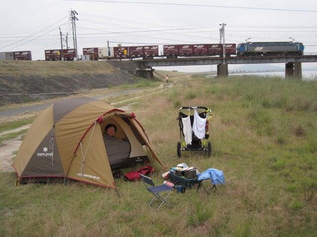 歩き人ふみの徒歩世界旅行 日本・台湾編-線路近くのテント