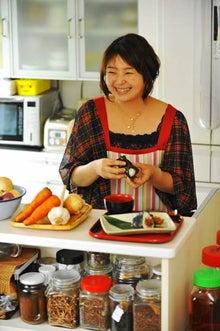 料理研究家 宮成なみ の冷蔵庫のなかの幸せ-プロフィール写真