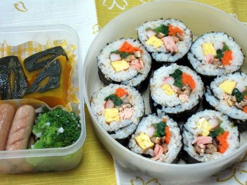 韓国料理研究家・ほんだともみのコリアンワールド-鮭キンパ