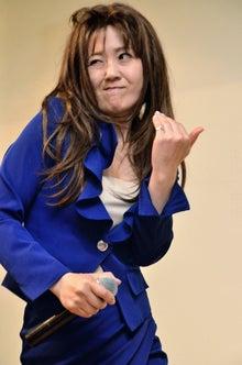 札幌の「薬師丸ひろ子」 ものまね芸人でお地蔵作家るみるみ地蔵