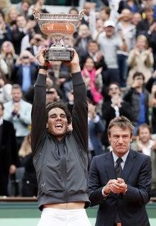 http://www.daylife.com/photo/01Yj36195T4Tc?__site=daylife&q=tennis