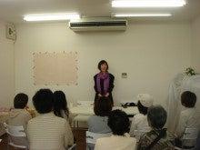 日本最高峰のヒプノセラピー専門スクール、全世界から認められたヒプノセラピー・マスターインストラクター矢澤フレイ伸恵です