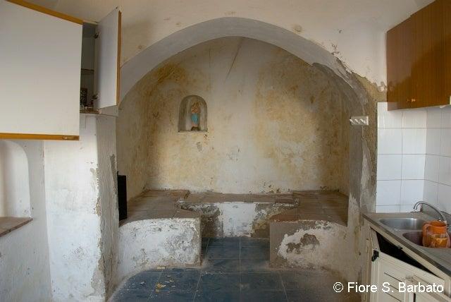 【彼女の恋した南イタリア】 - diario  イタリアリゾート最新情報    -プライアーノの修道院 修道士の部屋