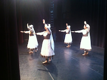 Dancing KATHAK in the blue moonlight-パリ3