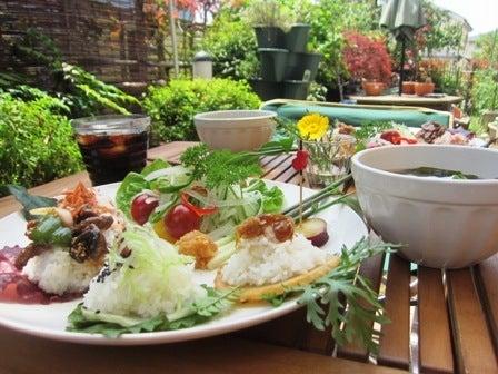 maskangの食いしん坊日記-庭で朝メシ