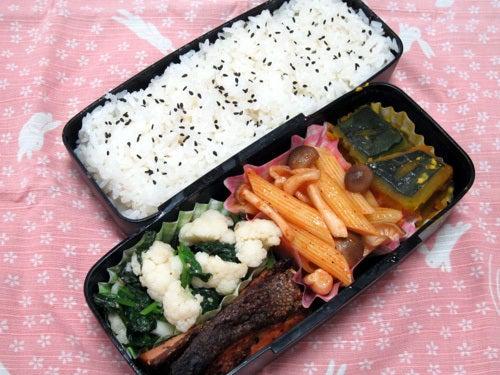 韓国料理研究家・ほんだともみのコリアンワールド-カリフラワーとほうれん草のナムル