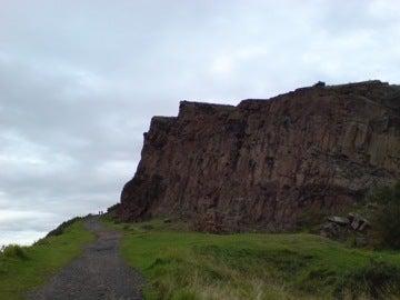 丘の向こう側の風景