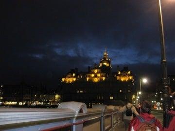 夜のバルモラルホテル