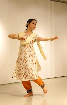 Dancing KATHAK in the blue moonlight-三月3
