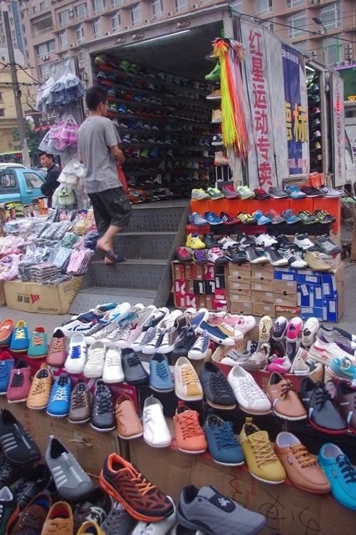 中国大連生活・観光旅行ニュース**-大連 黒石礁 トラックの靴屋さん