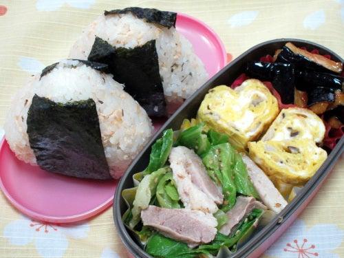 韓国料理研究家・ほんだともみのコリアンワールド-鮭バジルおにぎり