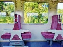 ヘッドマーク・鉄道デザイン博物館 -キハ110形・回転しない一人掛け座席