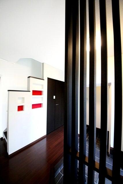 徳島県で家を建てるならサーロジック-飾り格子のある玄関