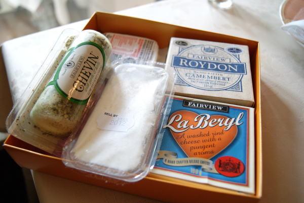 食べて飲んで観て読んだコト+レストラン・カザマ-南アのチーズ