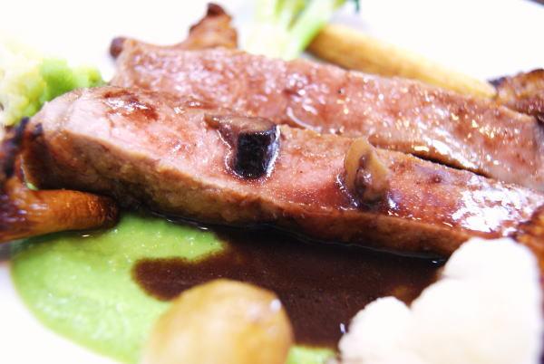 食べて飲んで観て読んだコト+レストラン・カザマ-仔牛ロース肉のポワレ
