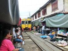 タイ旅行2012メークローン市場へ遠足