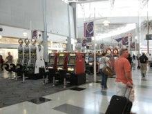 $アラバマ生活雑記帳-ラスベガス空港ロビー