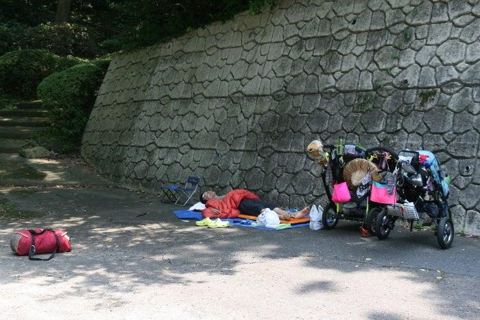歩き人ふみの徒歩世界旅行 日本・台湾編-昼寝
