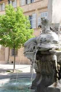 プロヴァンス発 南フランス暮らし365日-噴水