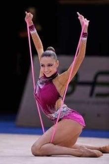 きんぱこ(^^)v  新体操二連覇のエフゲニア・カナエワ もはや競技ではなく芸術コメント