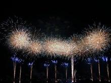広告のプランジュ-厚木街道より上流の多摩川河川敷で見た世田谷の花火