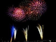 広告のプランジュ-第三京浜そばの多摩川河川敷で見た川崎の花火