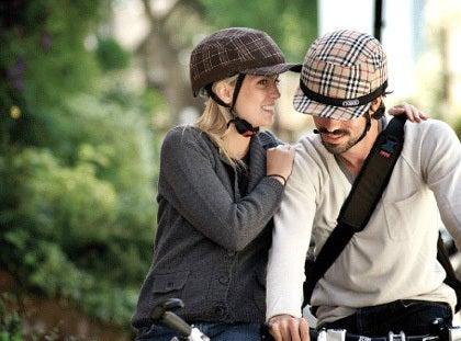 自転車に乗る時のヘルメットを ...