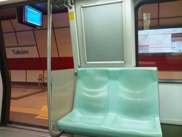 地下鉄座席