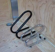 自転車の 自転車 ガレージ 盗難 : バイクの前輪を固定しやすく ...