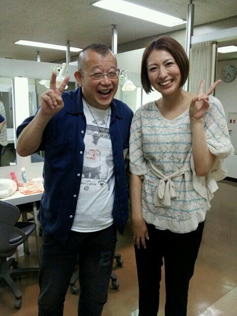 笑福亭鶴瓶さんと仲良く笑顔でツーショットの小椋久美子
