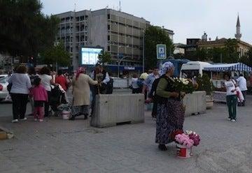 お花を売る1