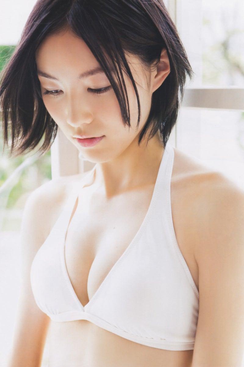 松井珠理奈さんのインナー姿