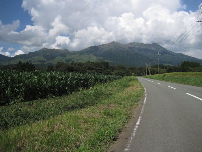 歩き人ふみの徒歩世界旅行 日本・台湾編-裏側から見た阿蘇