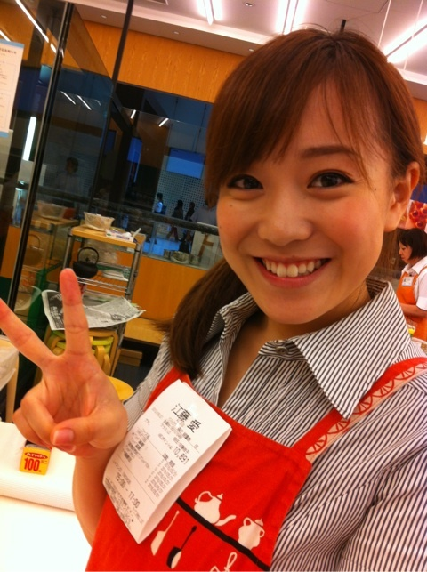 魅力的な笑顔の江藤愛