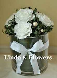 LINDA & FLOWERS