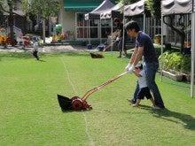 地域にひろがる「まちなか」の校庭芝生たち!-都内保育園121001-4