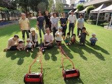 地域にひろがる「まちなか」の校庭芝生たち!-都内保育園121001-3