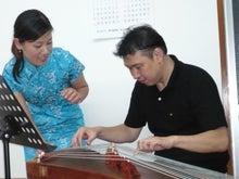 ケイ語学教室のブログ-生徒の多賀さんが古筝体験