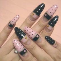 ピンク×黒の姫ネイル
