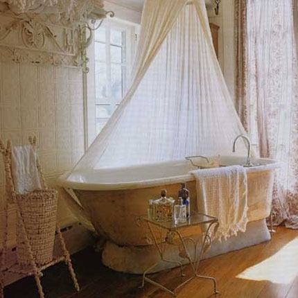 シャビーシックでおしゃれなバスルームのインテリア事例