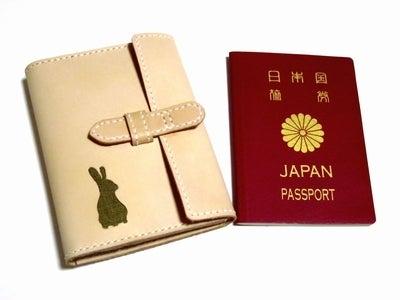 OXIO-CRAFT(オキクラ)の「革雑貨」制作日記-うさぎのパスポートケース
