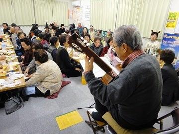復興は岡田西町から!-新自治会会長_ギター演奏中