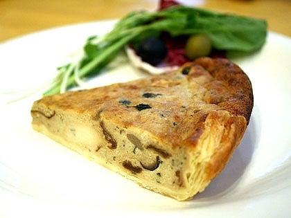 荻窪イタリアン ペペロンチーノ-ポルチーニ茸とイタリアンチーズのキッシュ
