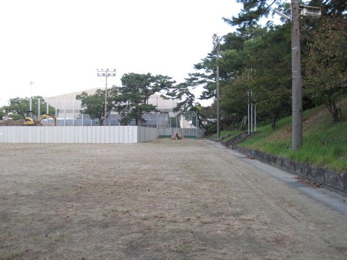 $歩き人ふみの徒歩世界旅行 日本・台湾編-グラウンド隅のテント