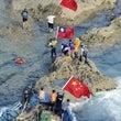 台湾国旗を必死で隠す…